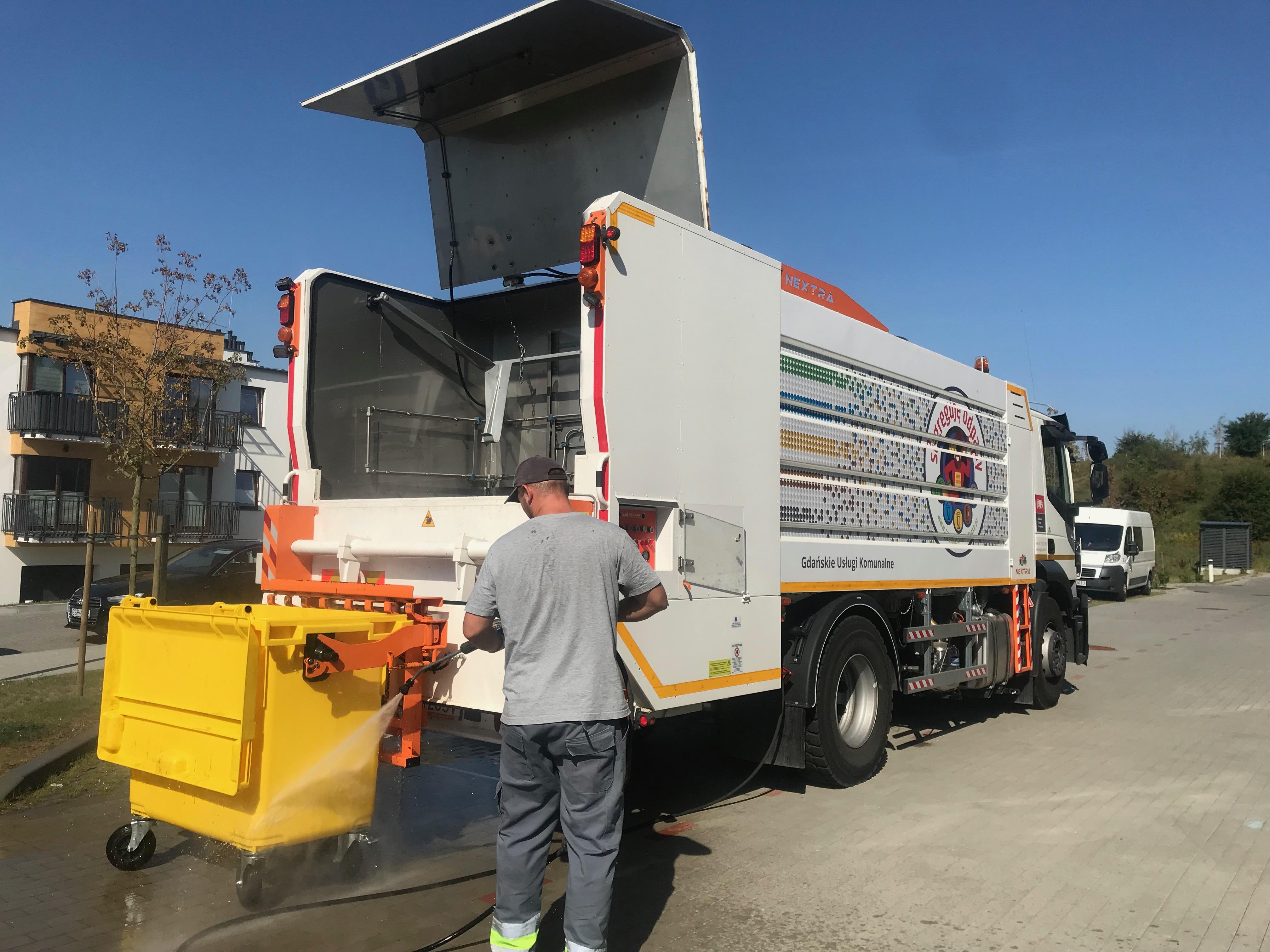 Myjemy pojemniki na kolejnych ulicach Gdańska
